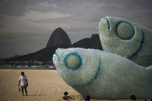 Giant_Fish_Sculpture_Jumping_out_of_the_Beach_in_Rio_de_Janeiro_CubeMe2